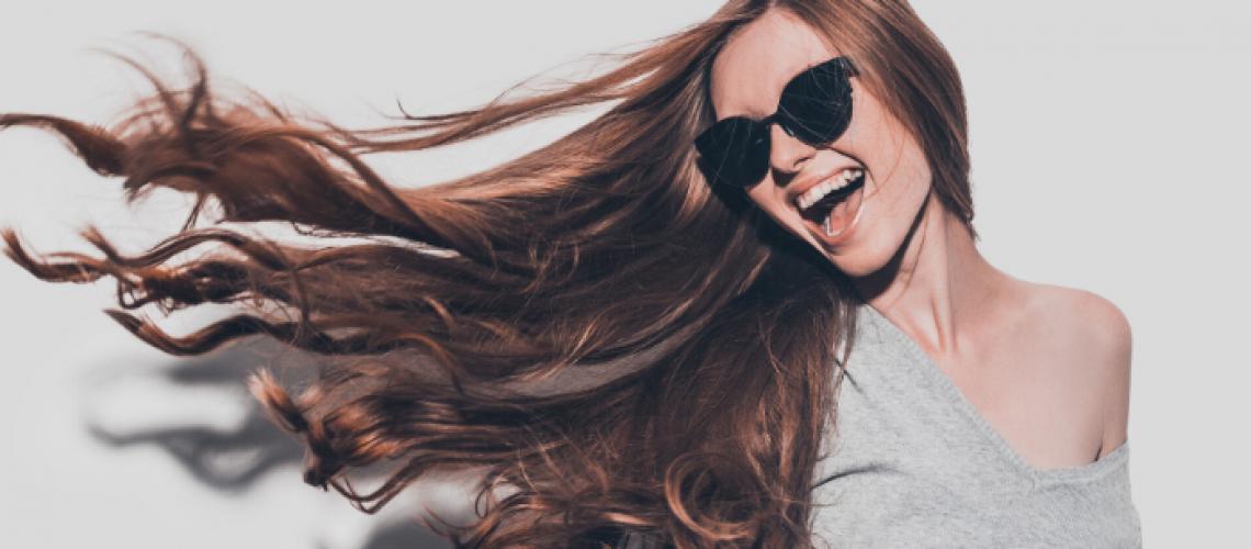 foto de mulher com cabelo liso